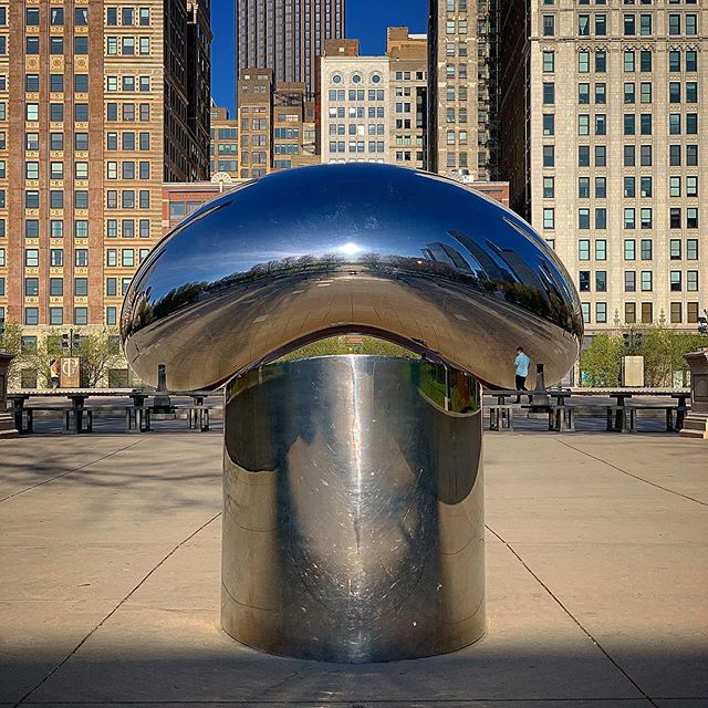 Hello... . . #milleniumpark #shotoniphone #chicago #nofilter #thebean