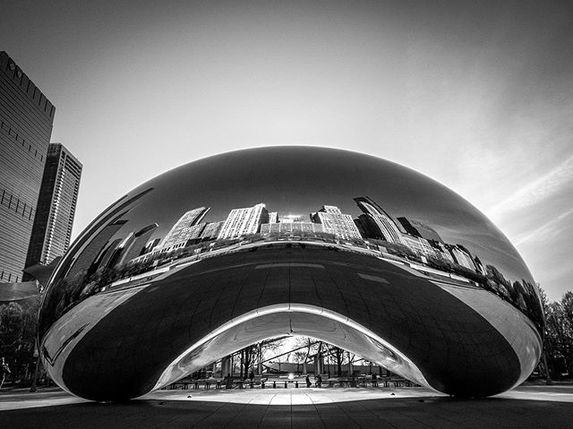 Yup totally worth waking up in the morning... . . #milleniumpark #shotoniphone #chicago #nofilter #blackandwhite #bean #thebean
