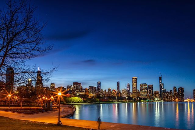 From the Canon Archives . . #chicago #nofilter #canon #5dmarkiii #illinois #lakemichigan #lake #sunset #bluehour #skyline