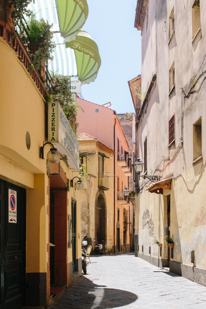 Empty streets during riposo
