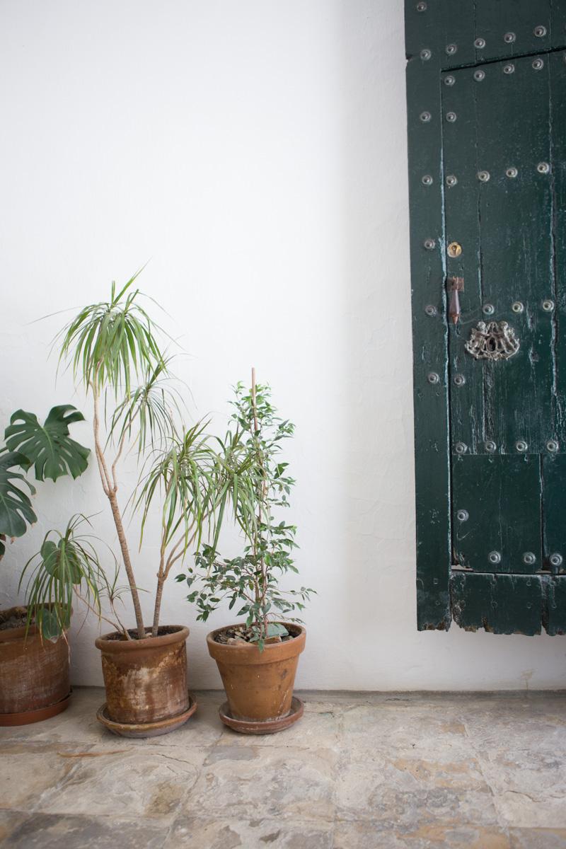 Entering La Casa Grande from Calle de Maldonado