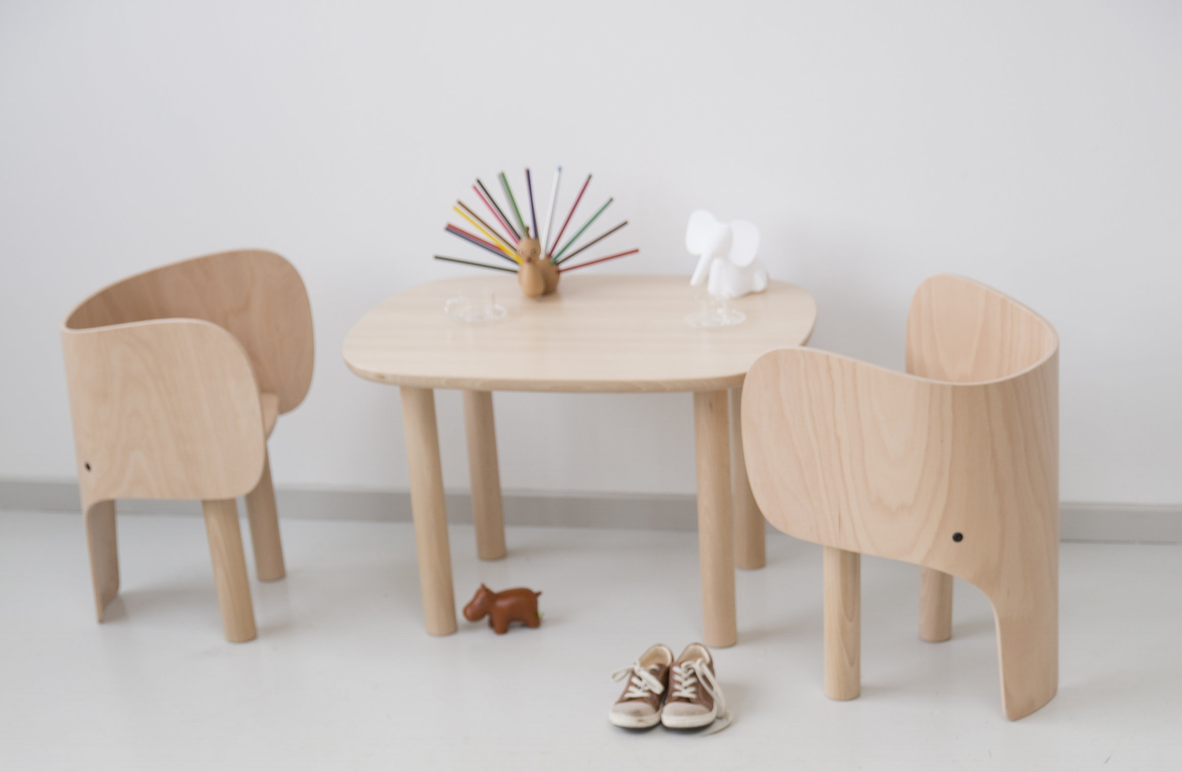 Elephant chair and table