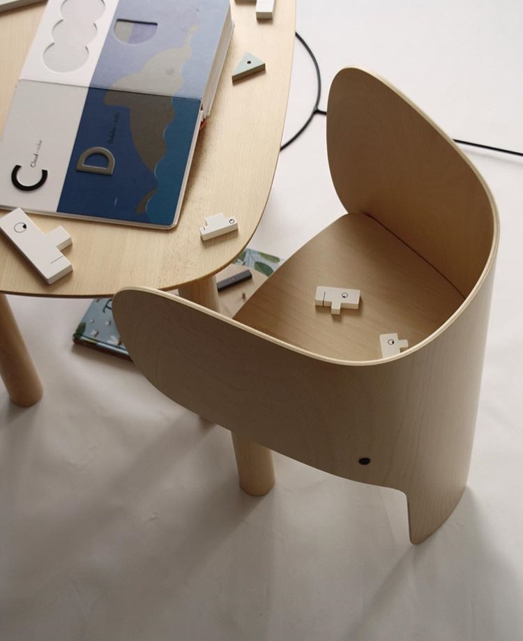 EO_Elephant_Chair&Table_01_photocredit_@yvgoyamag.jpeg