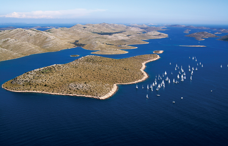 Islands and sailing boats.jpg