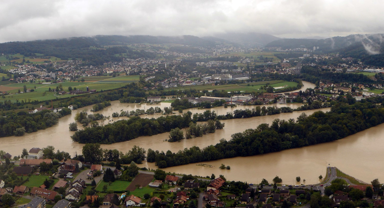 "The ""Wasserschloss"" (the confluence of the rivers Aare, Reuss and Limmat in the Canton of Aargau) during the flood of August 2007."