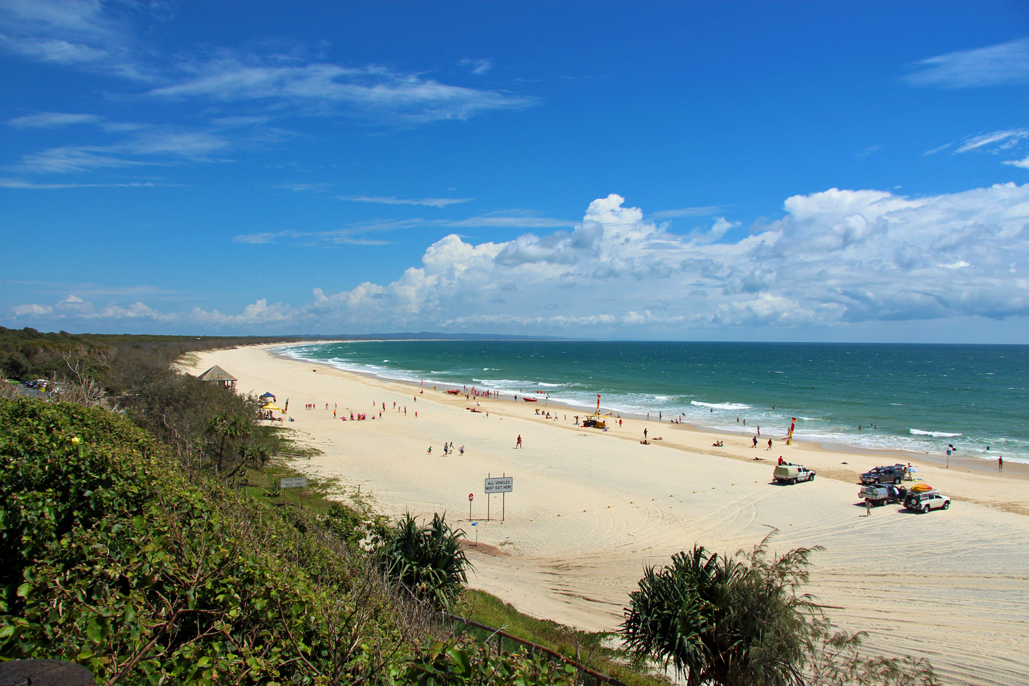 Rainbow_Beach,_Queensland.jpg