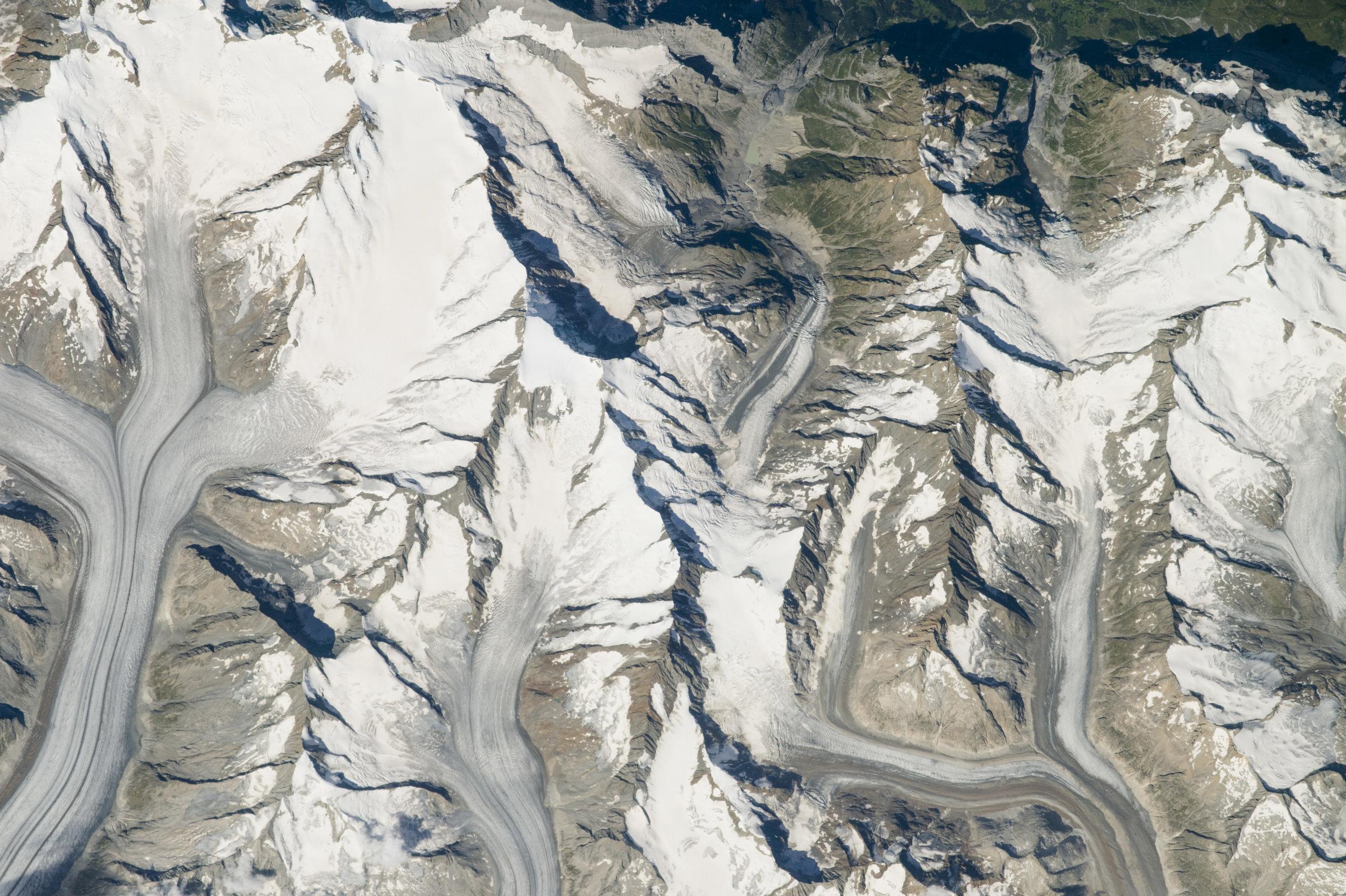 glacier aletsch aerial.jpg