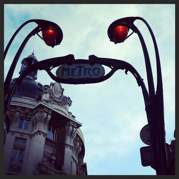 Learn French and discover Paris (métro)