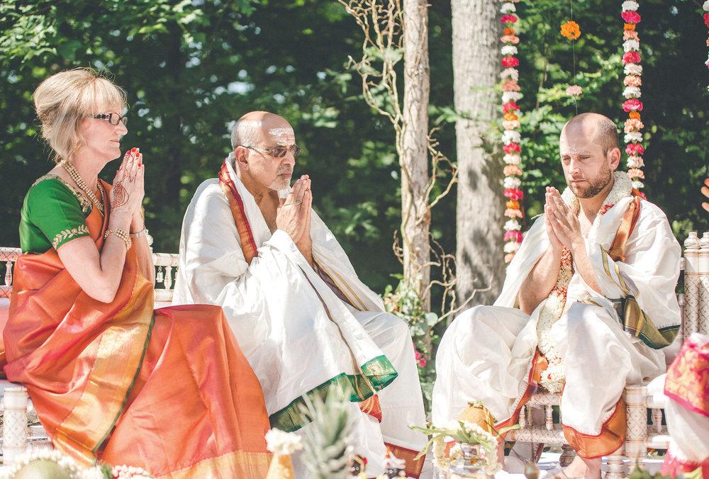 2anusha-andrew-indian-columbus-wedding-photographer-dayton-ohio-15.jpg