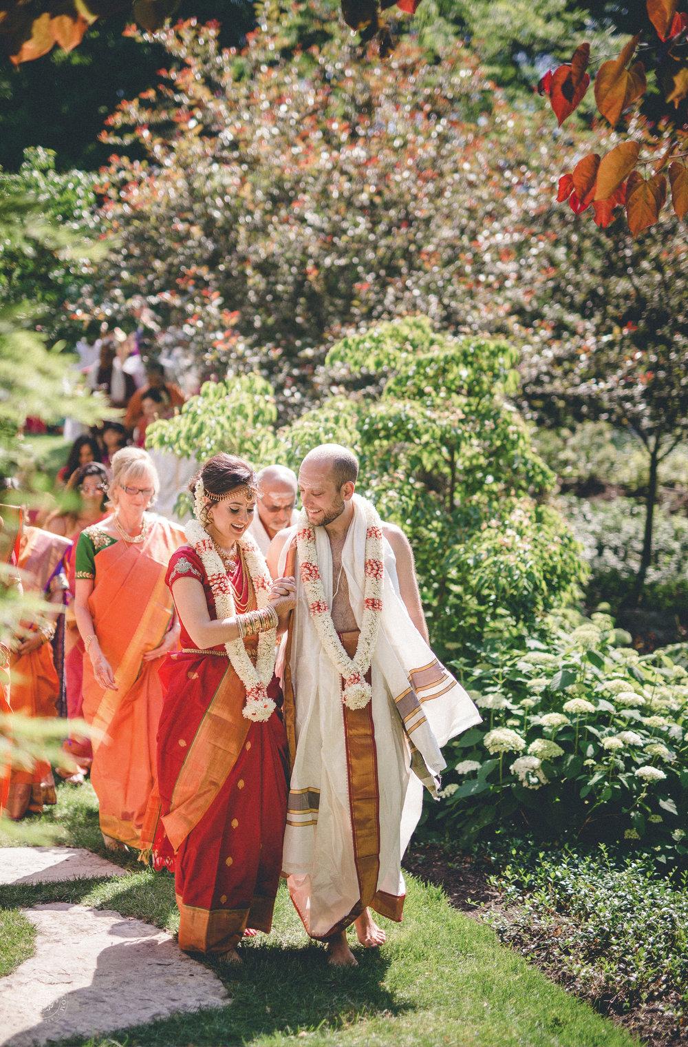 2anusha-andrew-indian-columbus-wedding-photographer-dayton-ohio-14.jpg