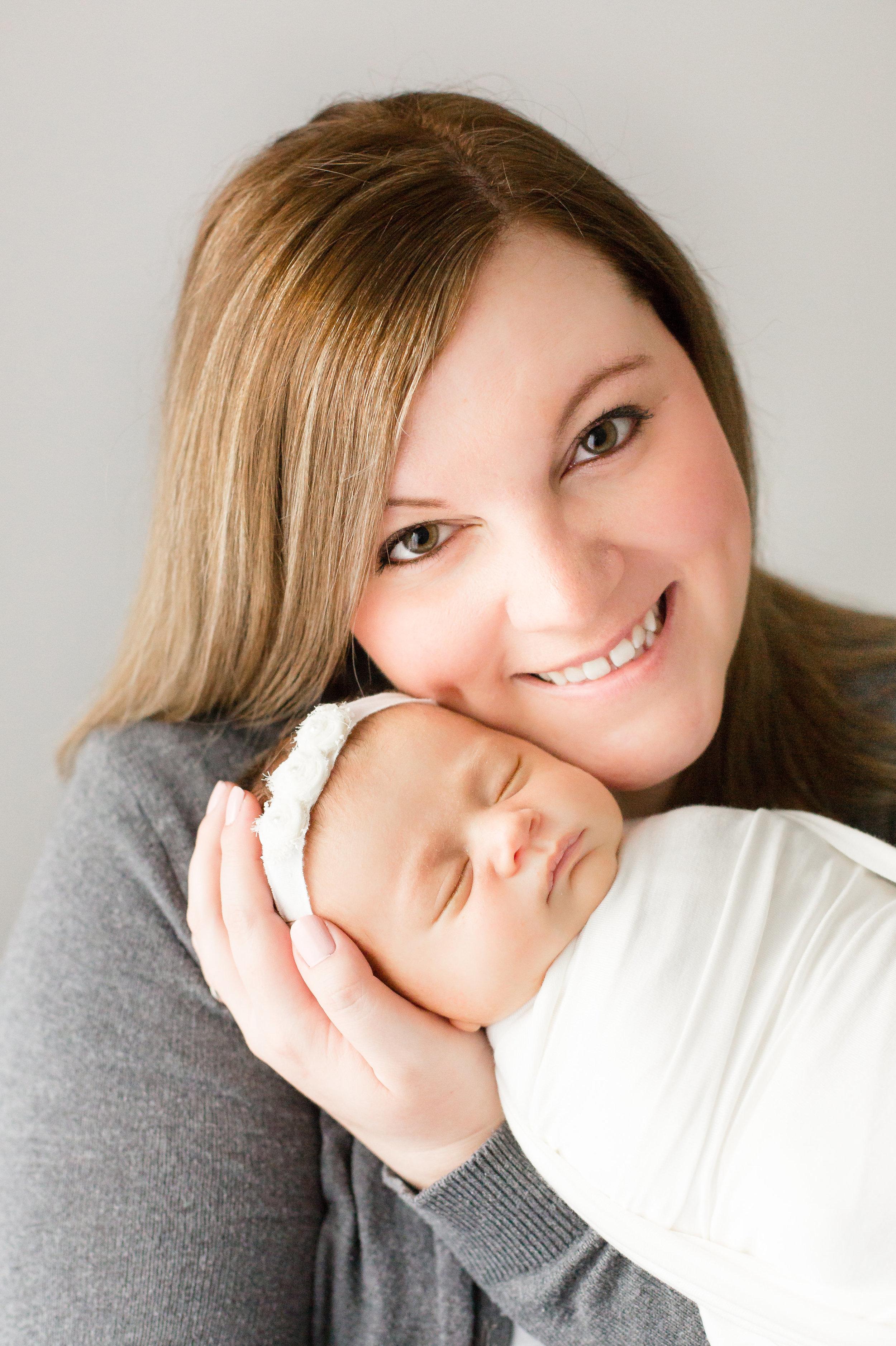 newborn-photo-with-mom-grove-city-ohio-newborn-photographer