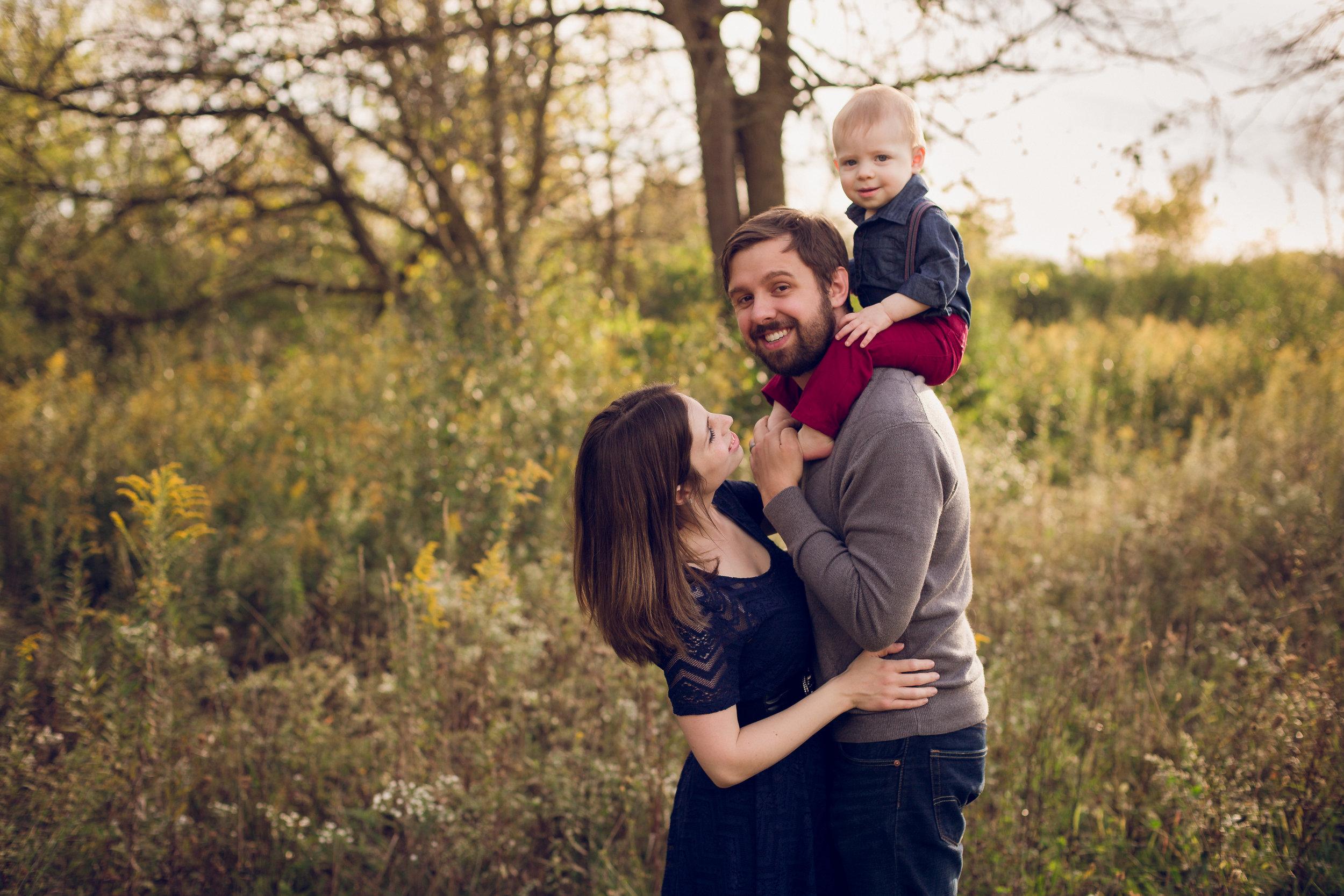 family-photo-session-at-scioto-grove-metro-park-grove-city.jpg