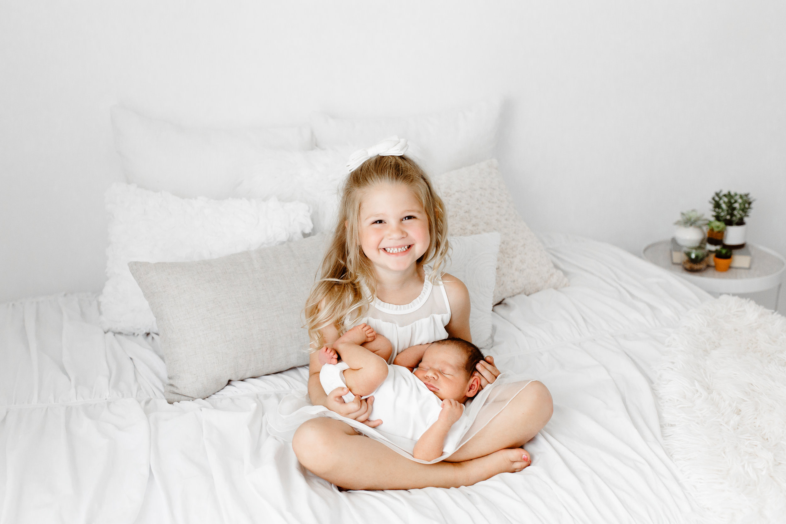 Sarah Cropper Photography is a Columbus newborn photographer who specializes in natural, lifestyle portraits of newborns and families in her Grove City residential studio.