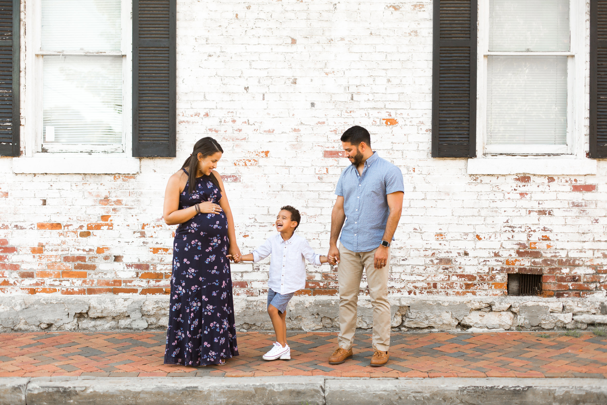 Sarah Cropper Photography is a maternity photographer who specializes in organic, connection-focused portraits of expecting mothers, newborns, babies and families in the Columbus, Ohio area. Sarah focuses on natural colors and real emotions to capture timeless photos that last a lifetime   .