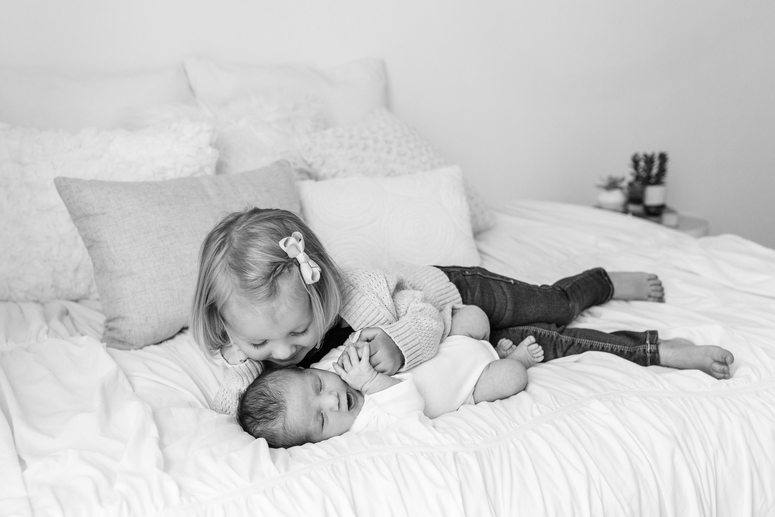 Sarah Cropper Photography is a newborn photographer who specializes in organic, connection-focused portraits of expecting mothers, newborns, babies and families in the Columbus, Ohio area. Sarah focuses on natural colors and real emotions to capture timeless photos that last a lifetime   .
