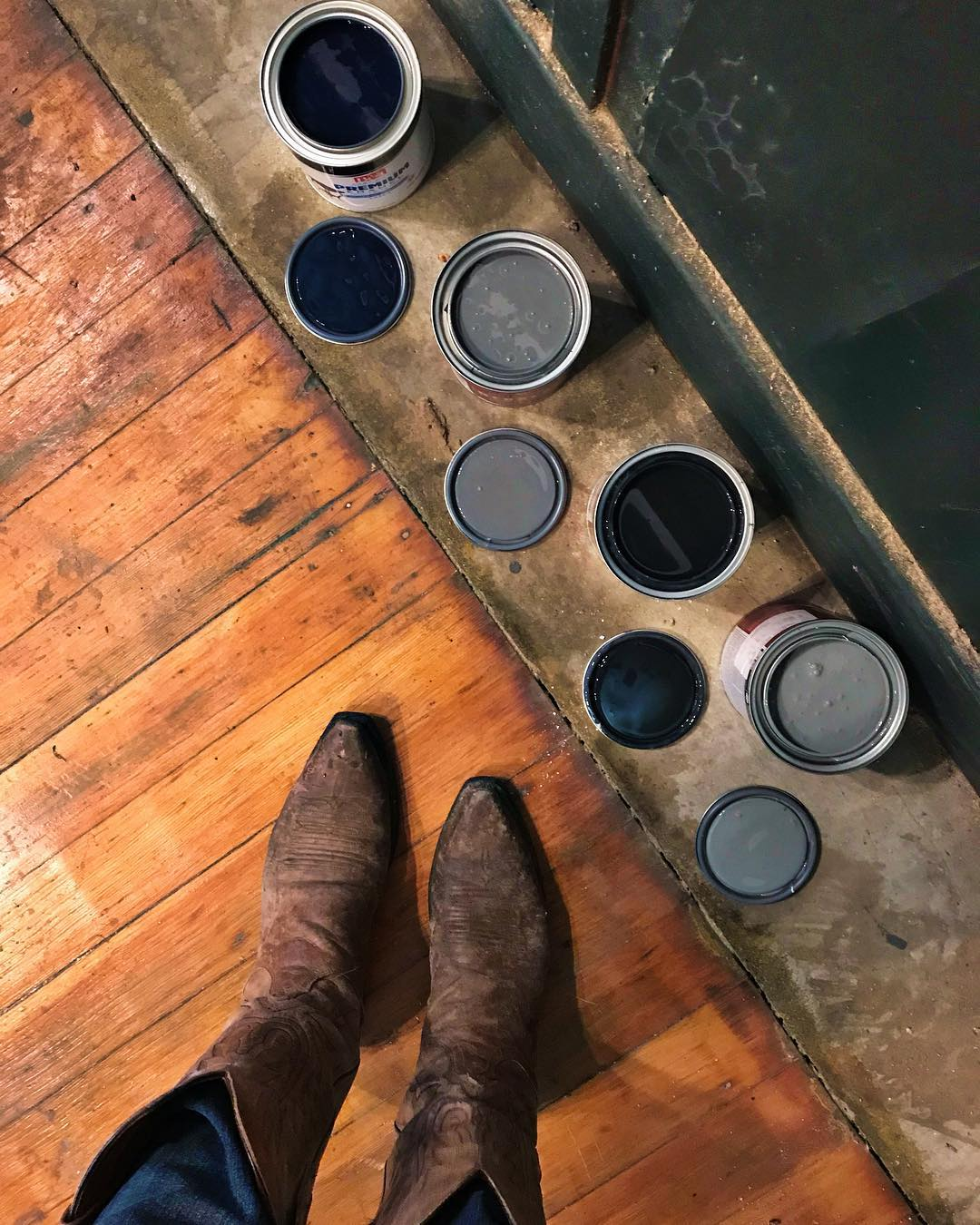 Paint choices... black or gray, black or gray 🤔⚫️🔘🖤%0A#mysisterwillbesoproud #norainbowshere #paintitallblack #fivemarysprojects #thisisabigone #fivemarysburgerhouse #M5.jpg