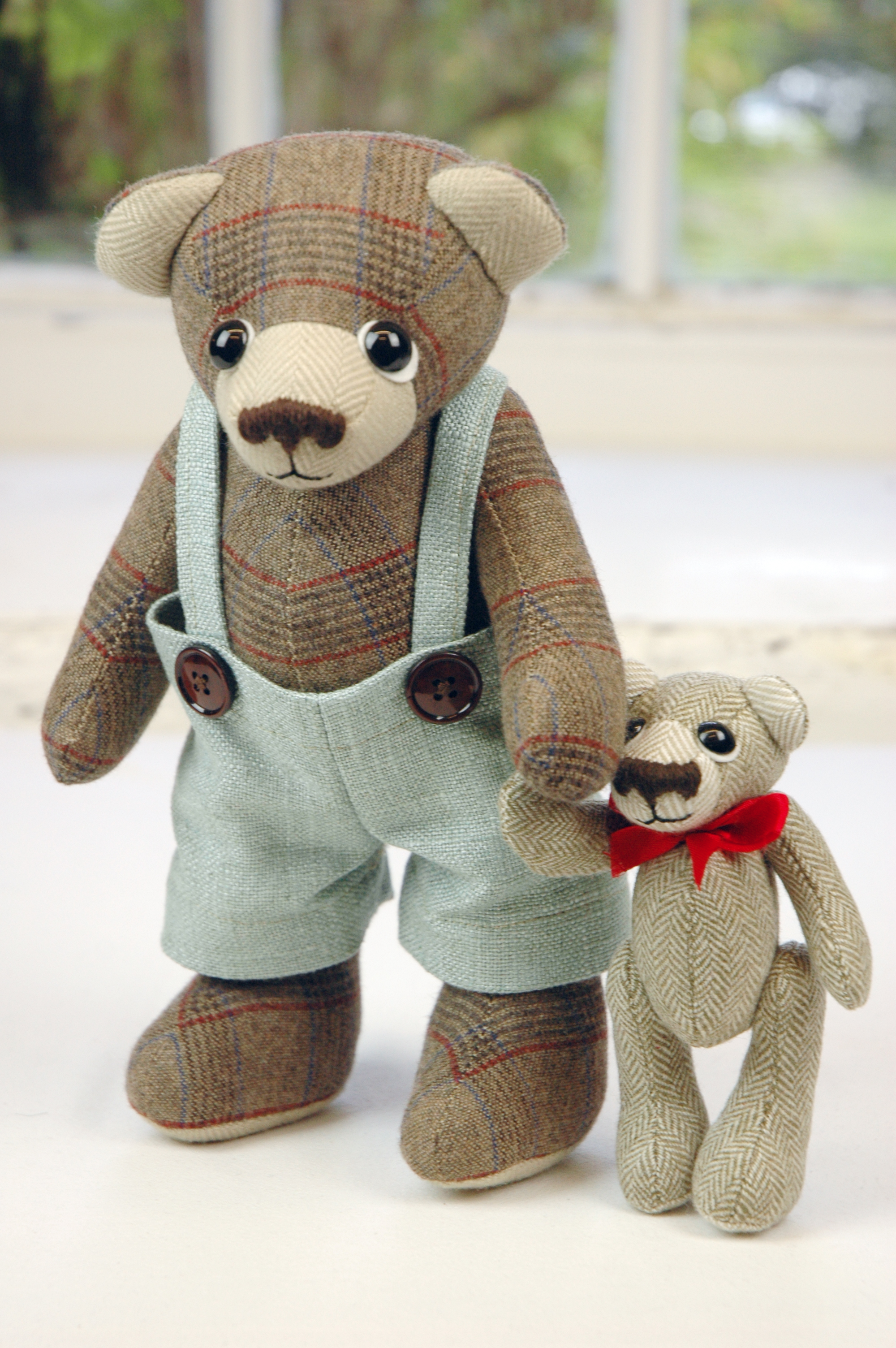 OOAK artist teddy bears by Laura Mirjami.