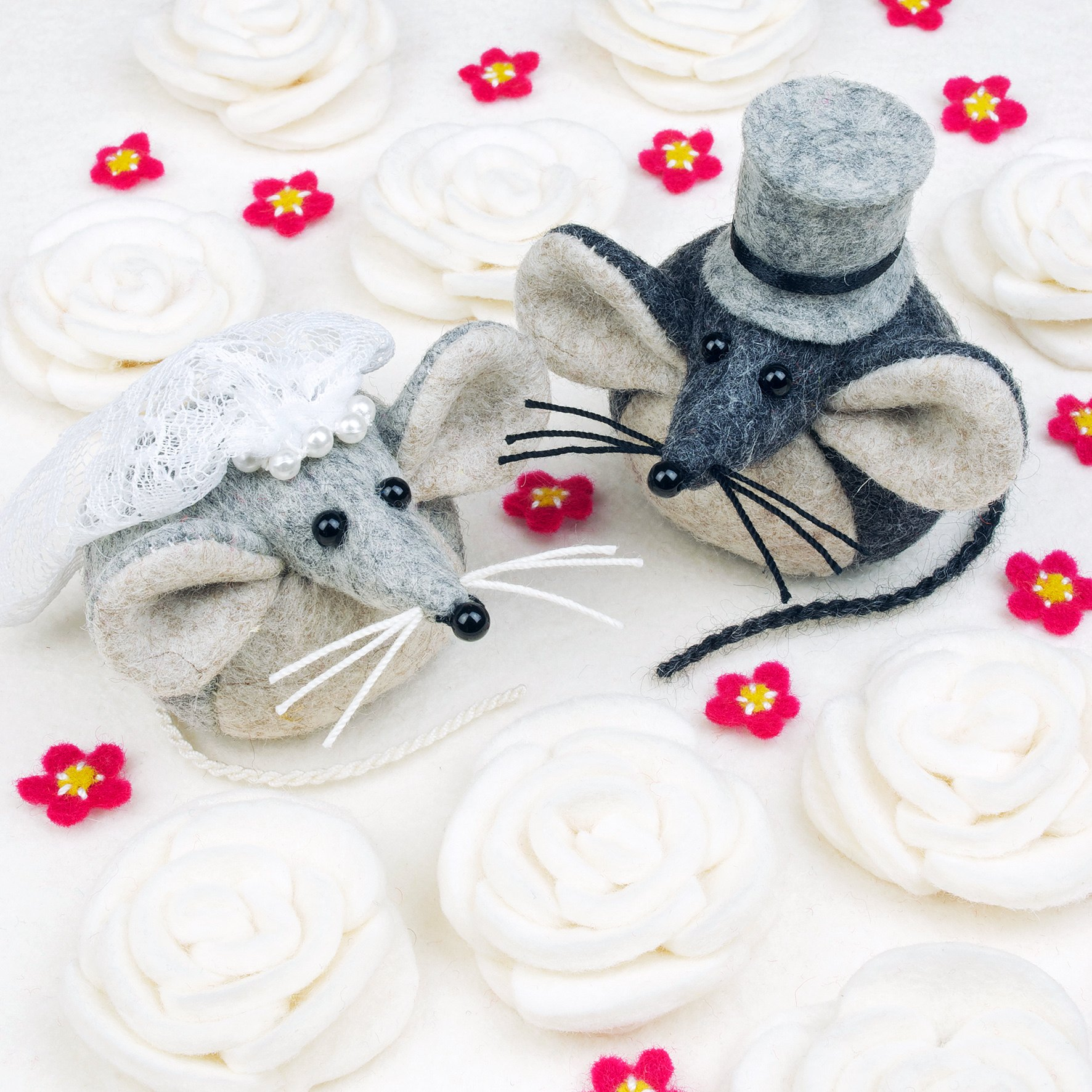 Felt mouse greeting card.