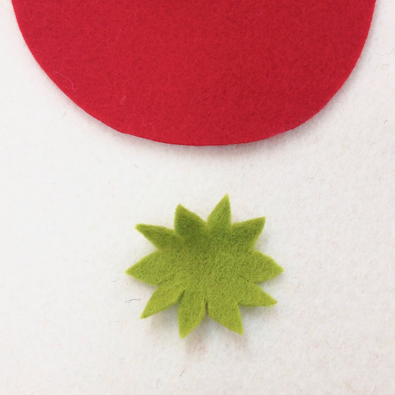 Felt strawberry photo tutorial | cut pieces | by Laura Mirjami | Mirjami Design.