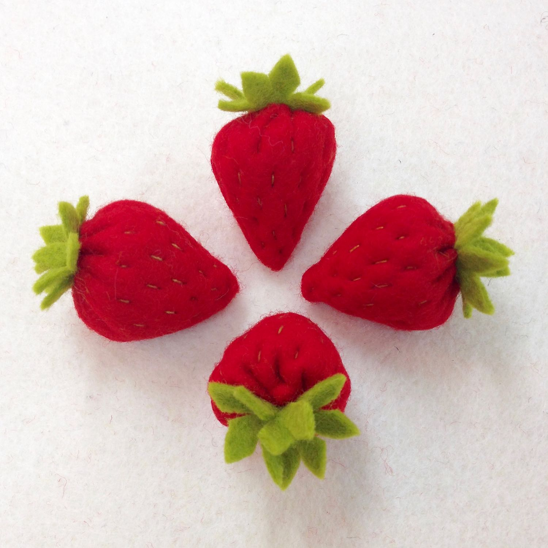 Felt strawberries by Laura Mirjami | Mirjami Design.