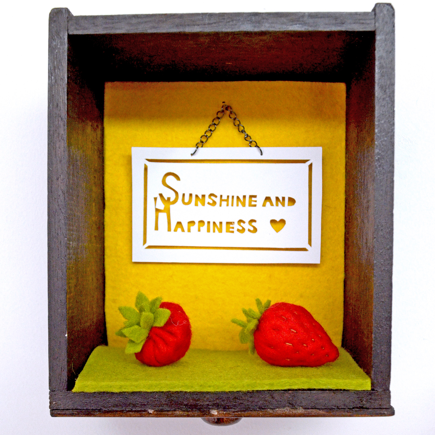 Play food felt strawberries by Laura Mirjami | Mirjami Design