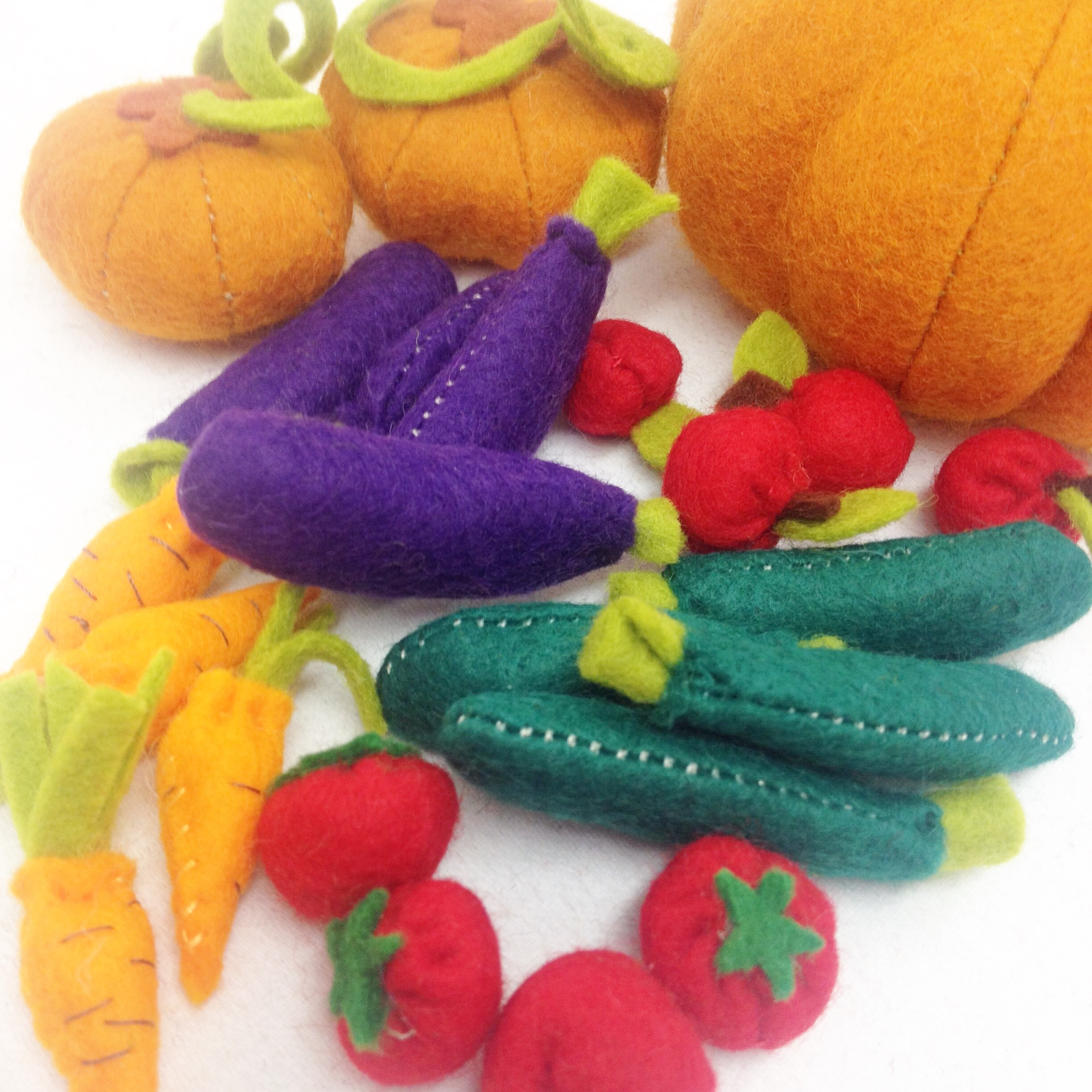Felt play food vegetables by Laura Mirjami | Mirjami Design