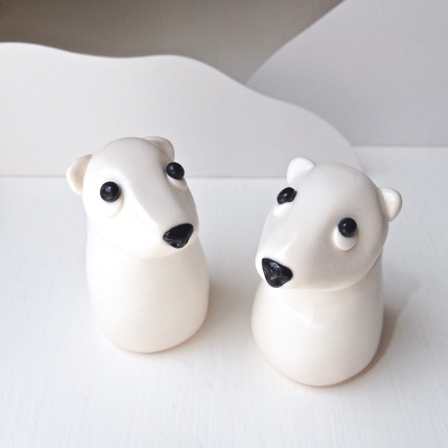 Handmade Fimo polymer clay polar bear figurines by Laura Mirjami