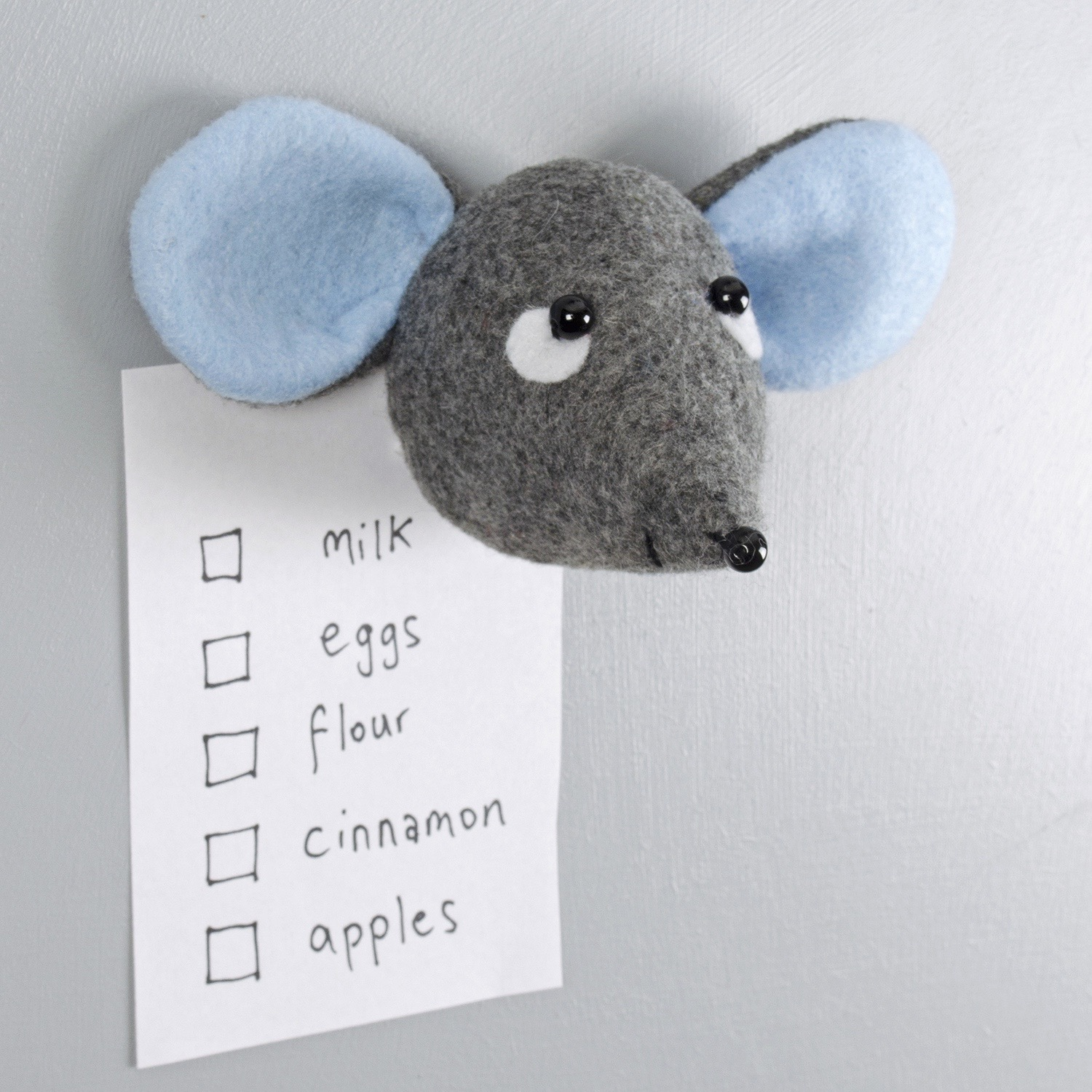 blue_ears_mouse_magnet_side.jpg
