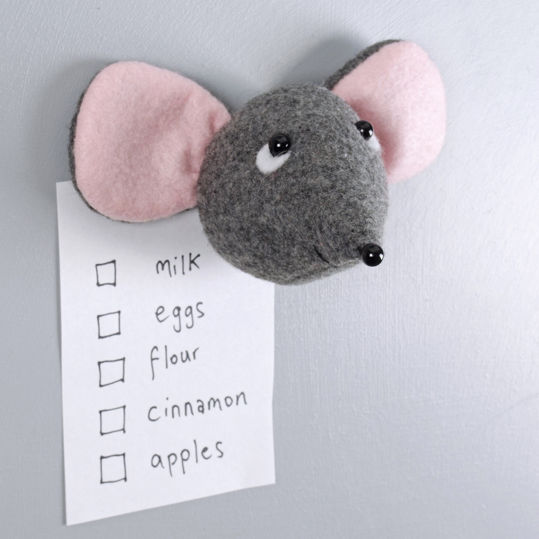 mouse_pinkears_magnet_side.jpg