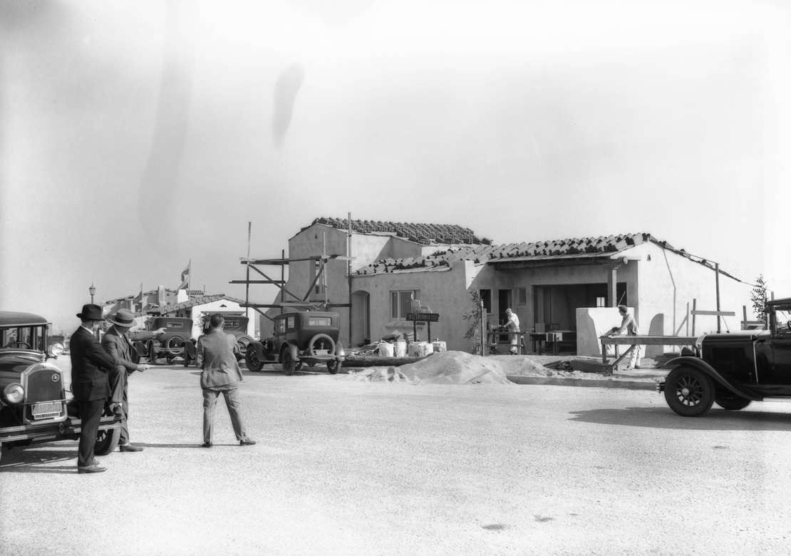 Construction_shots_in_View_Park_Los_Angeles_CA_1928_image_2.jpg