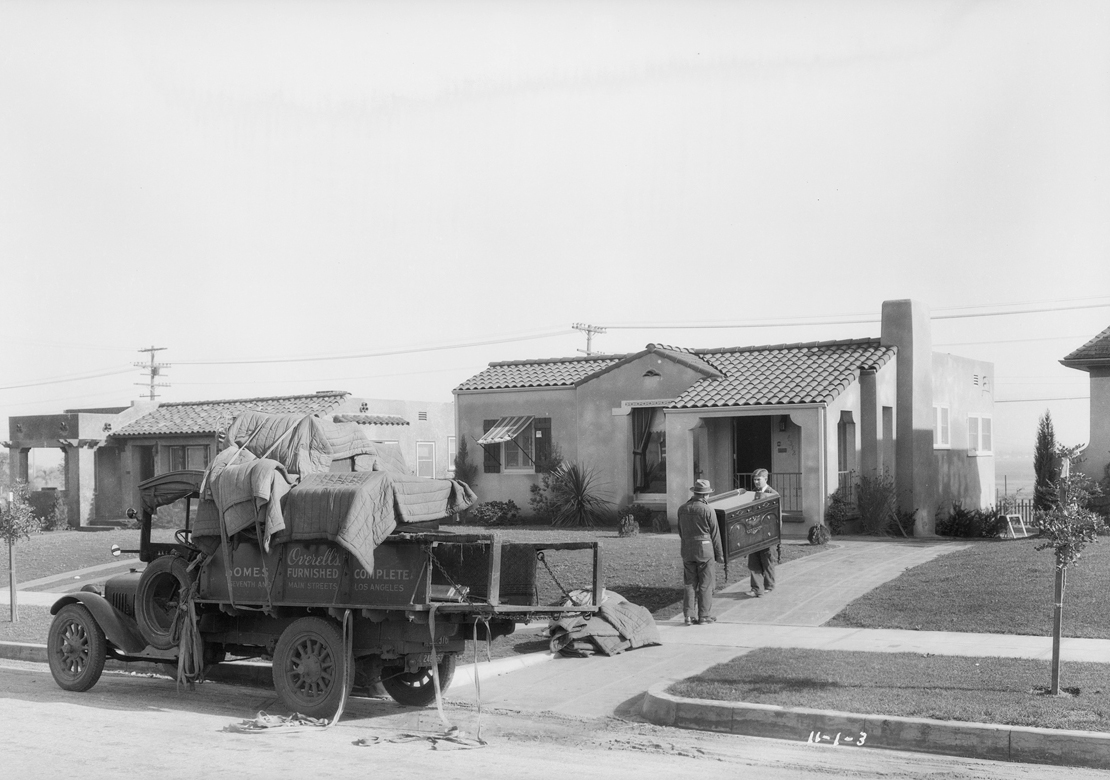 Homes_in_View_Park_Southern_California_1927_image_3_Victoria.jpg