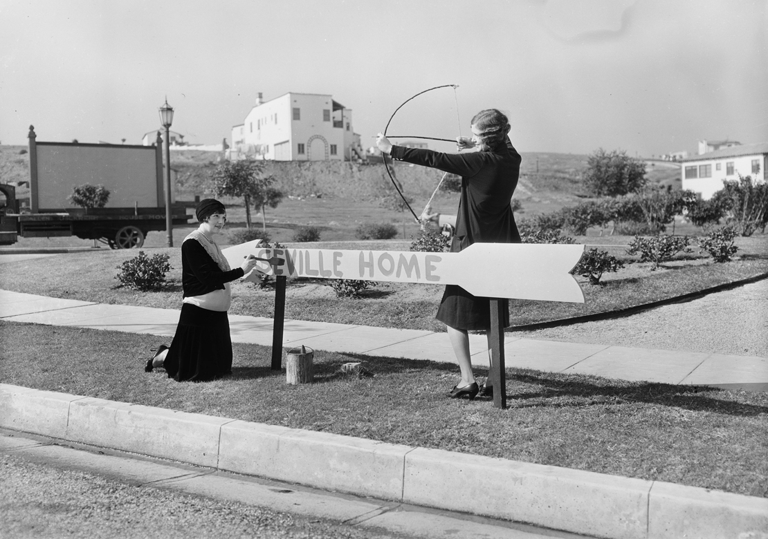 Shots_at_View_Park_Seville_home_Los_Angeles_CA_1930_image_10.jpg