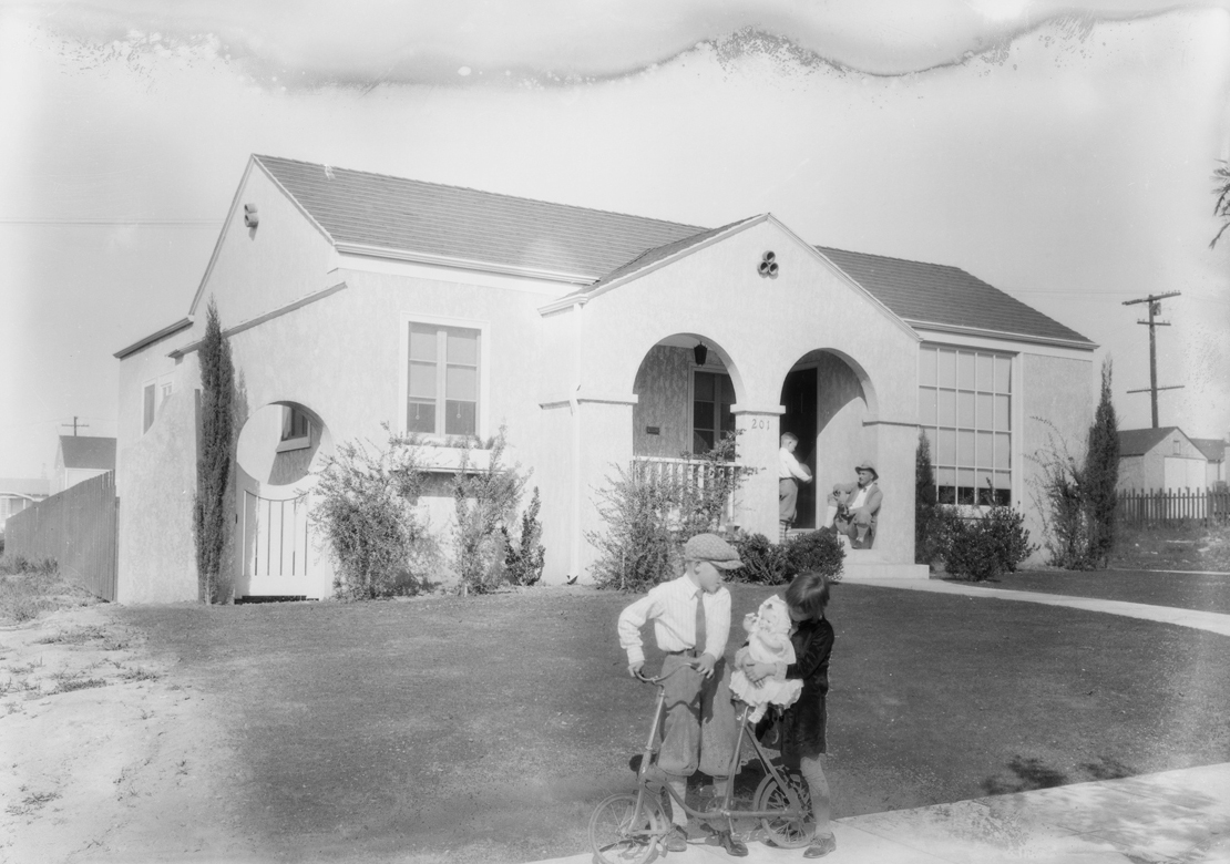 View_park_kids_making_movies_Southern_California_1928_image_3.jpg