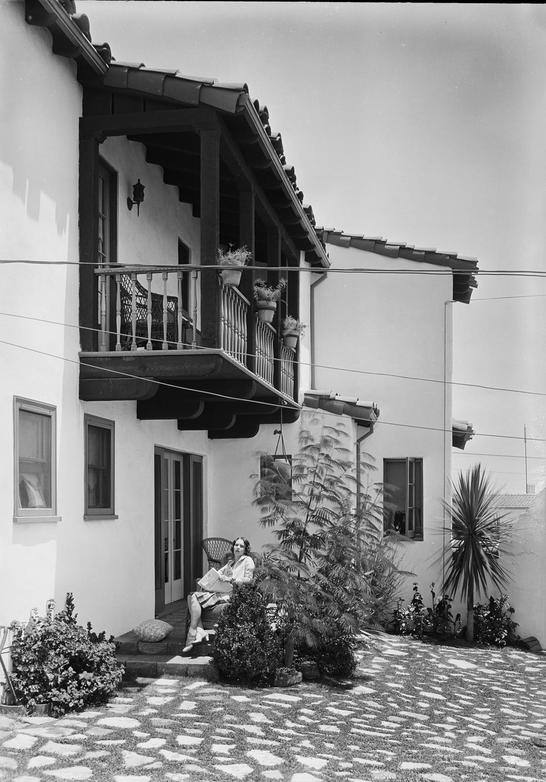 Peyolas_etc_in_View_Park_Southern_California_Los_Angeles_CA_1929_image_3.jpg