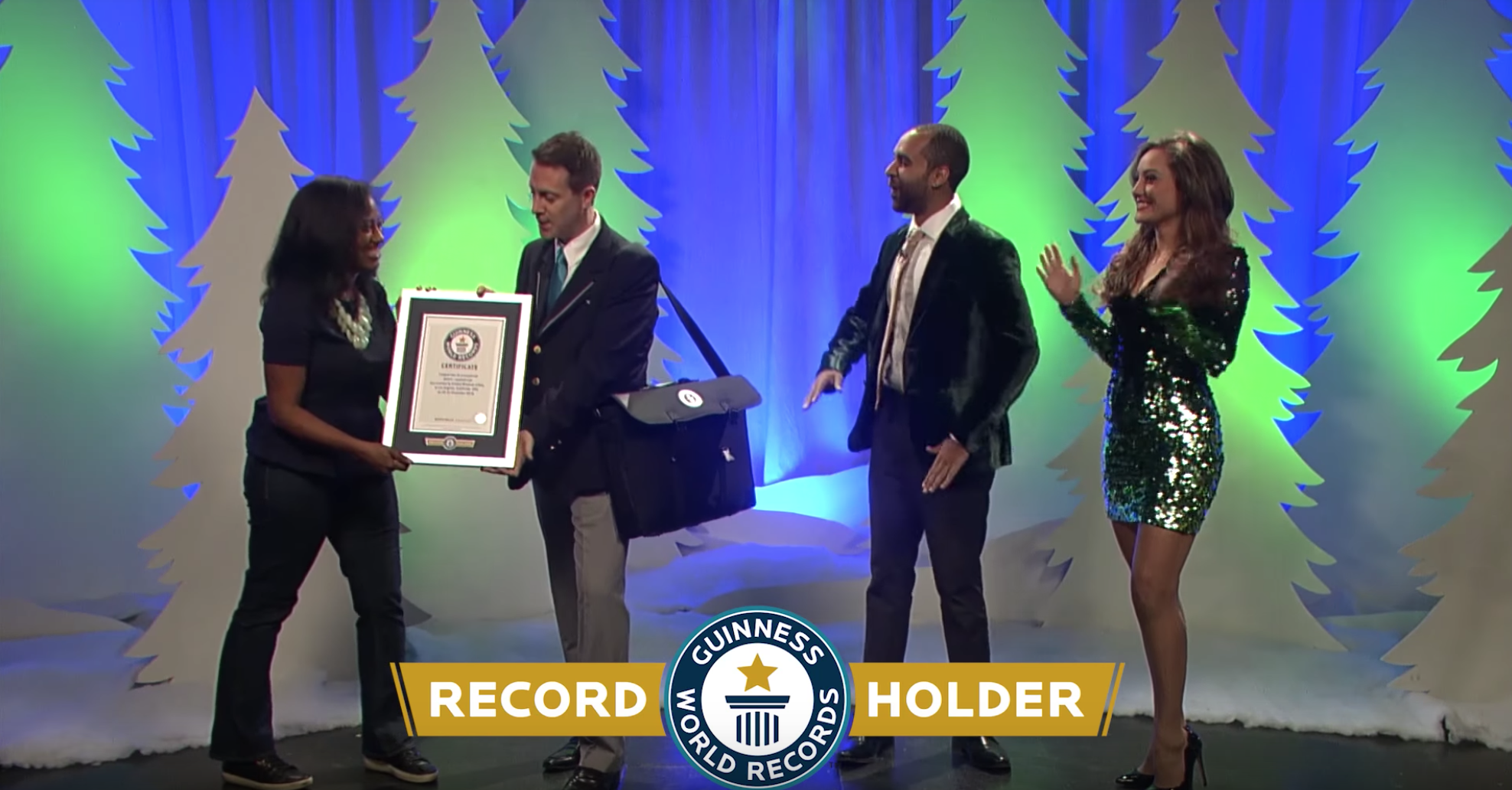 """CRICKET WIRELESS - """"THE TALE OF THE MERRIER CARRIER""""GUINNESS WORLD RECORD-BREAKING24 HOUR LIVE COMMERCIAL2017"""