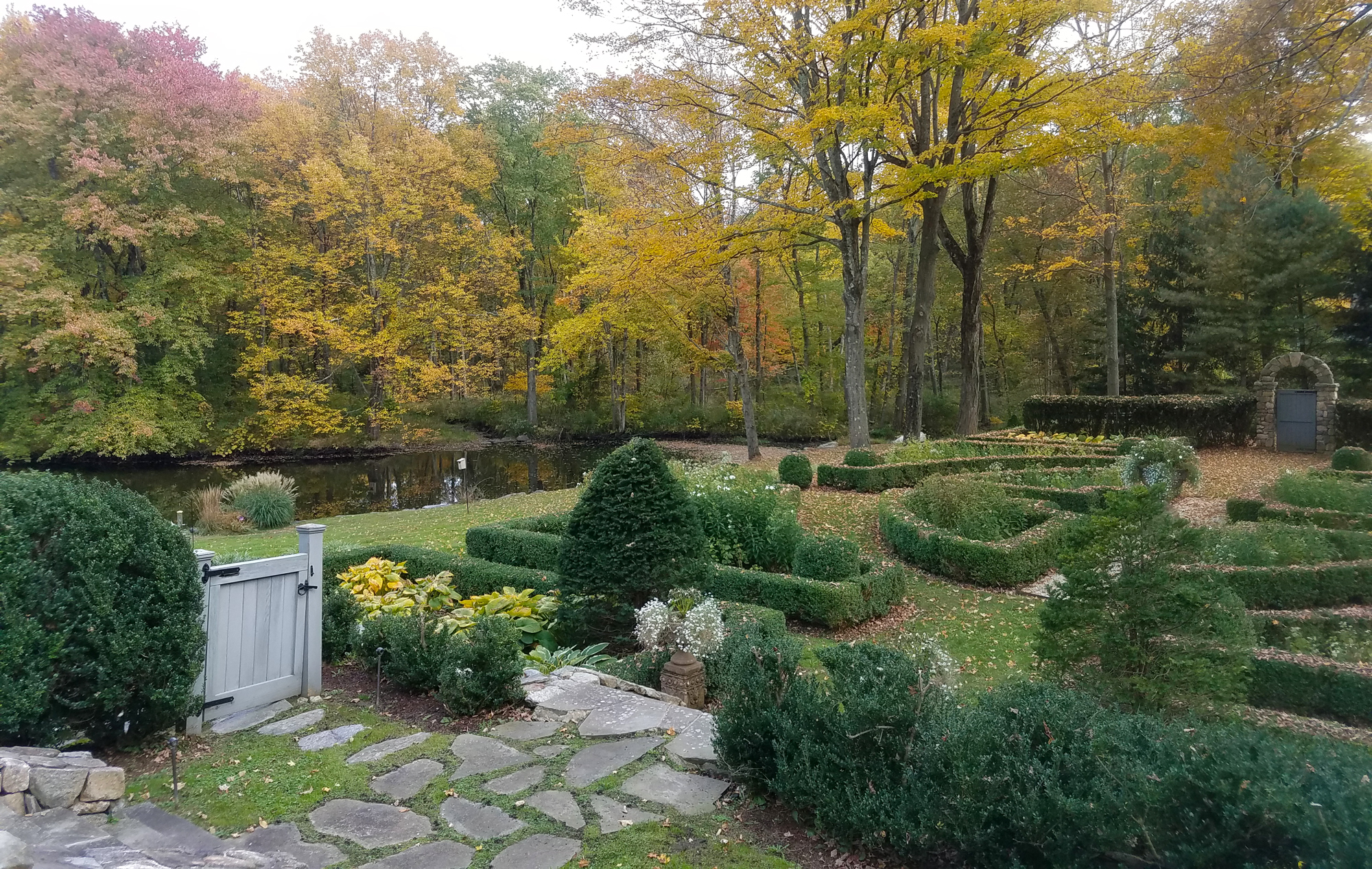 Ridgefield-carriage-house_formal-garden.jpg