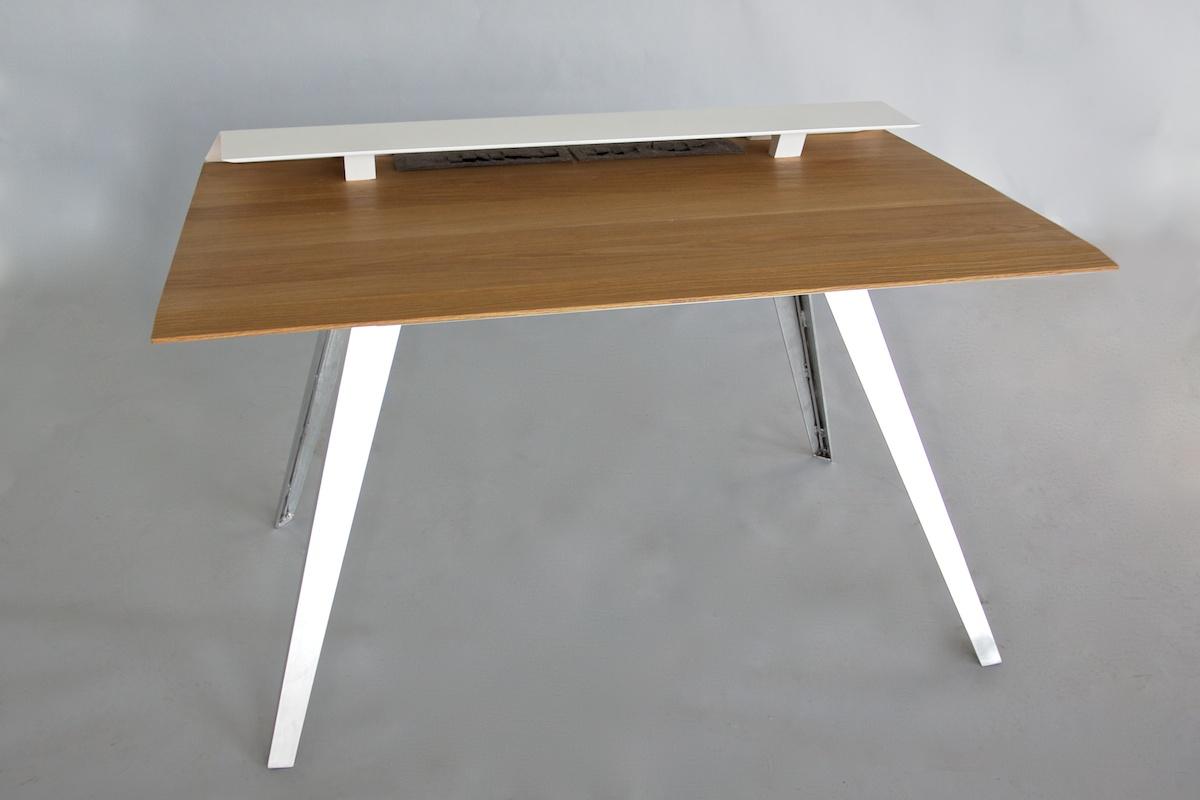 D117_Desk_front_2_1200.jpg