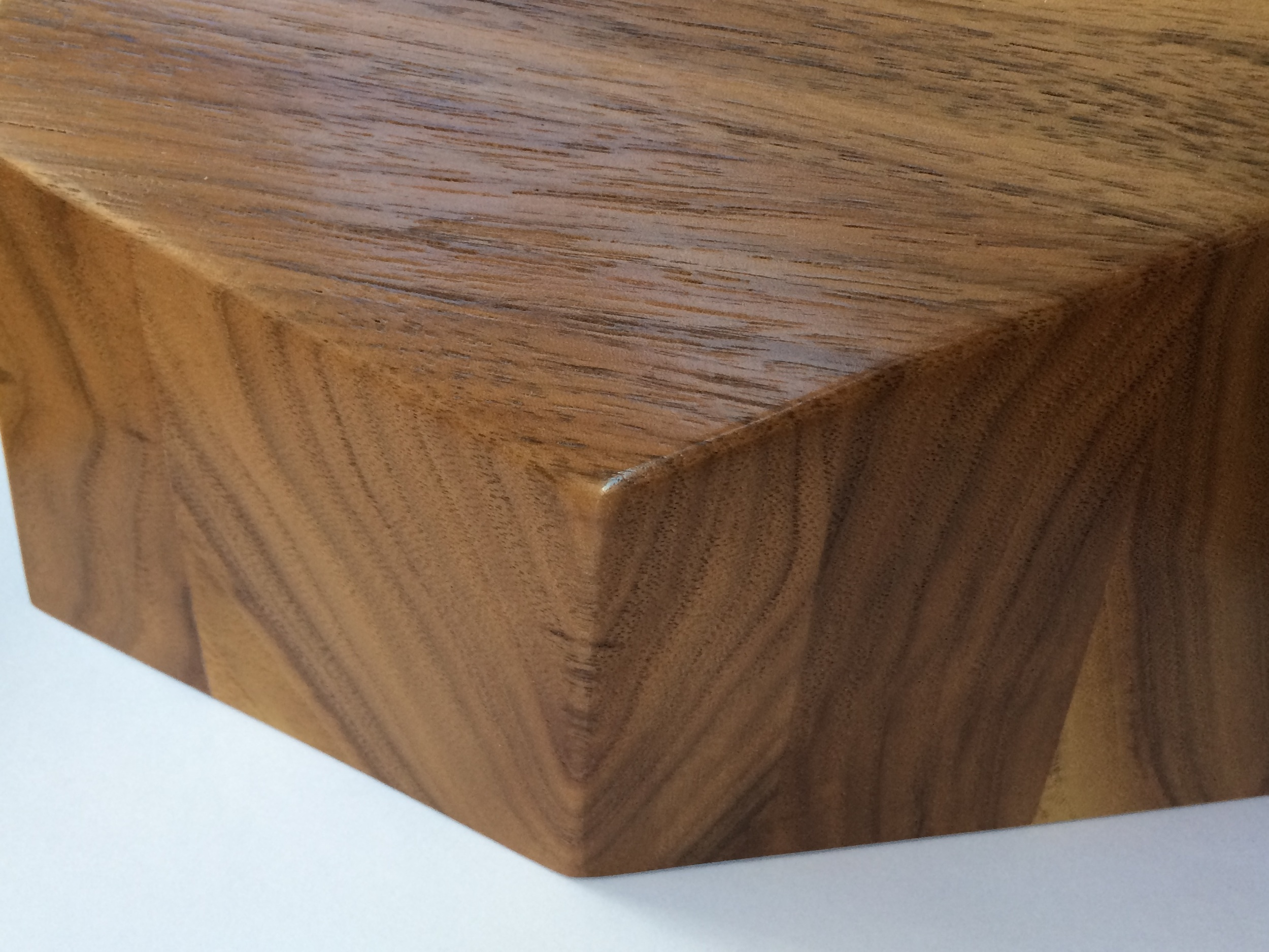 Note how the grains come together on this  Small Walnut Peliship .