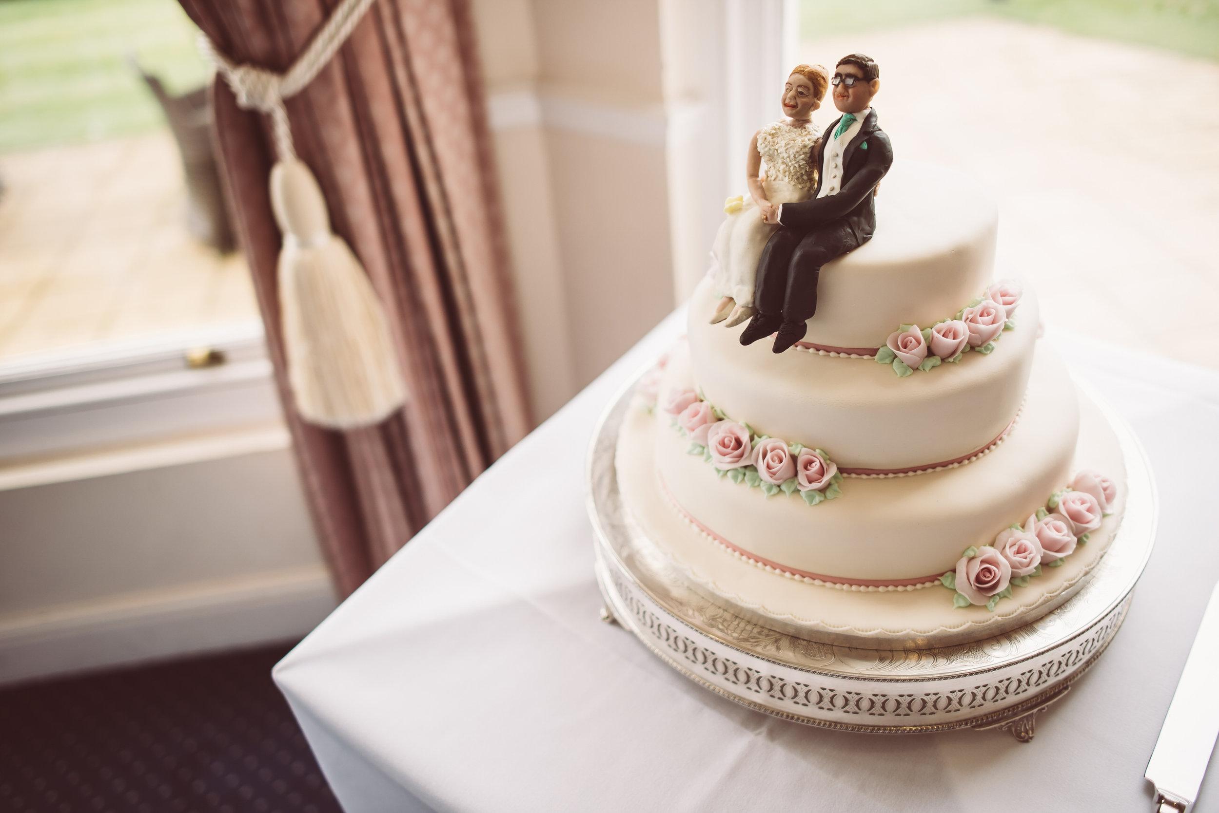 surrey-traditional-country-club-wedding-391.jpg