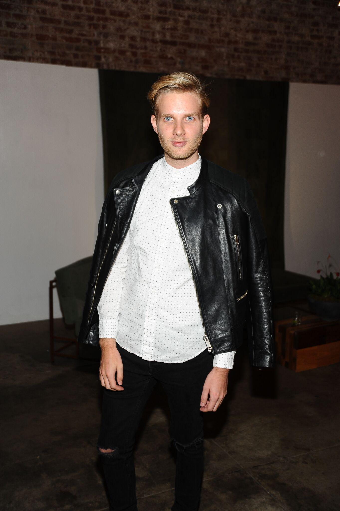 Timothy Godbold - Military Style Invades Fashion - Phaidon Press32.jpg