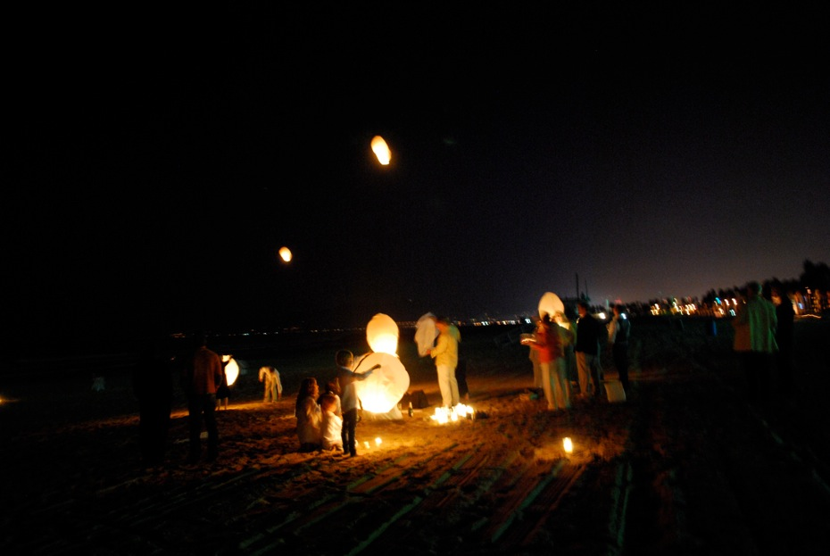 beach_party_lanterns.jpg
