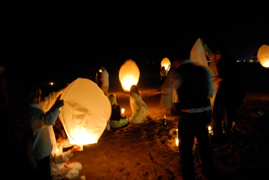 Thai_Flying_Lanterns.jpg
