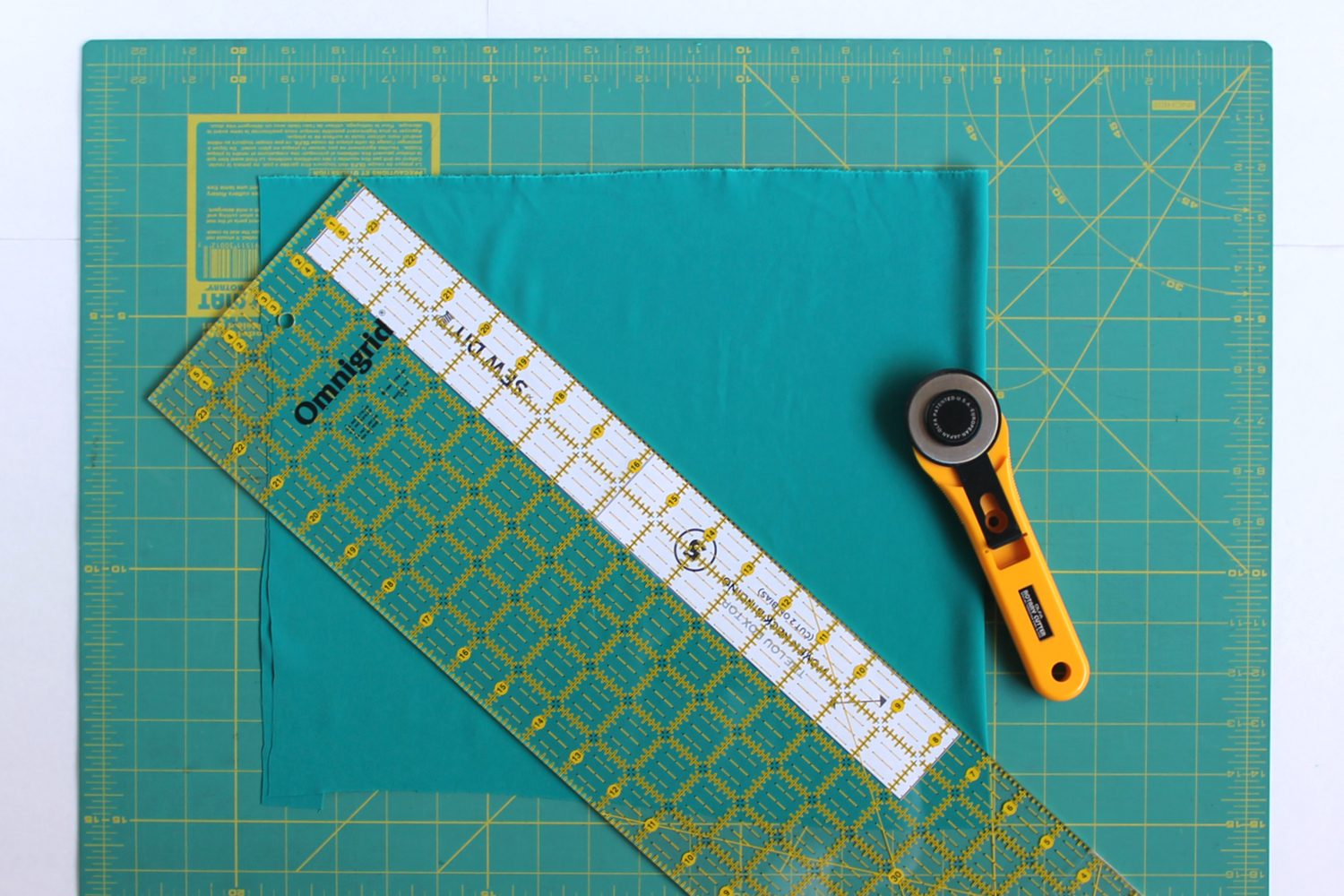 Lou Box Top Sewalong Part 3 – Cutting with a rotary cutter
