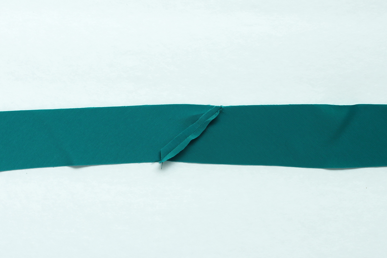 Lou Box Top Sewalong Part 6 Neck Binding – Sew DIY