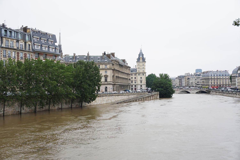 Paris flooded Seine