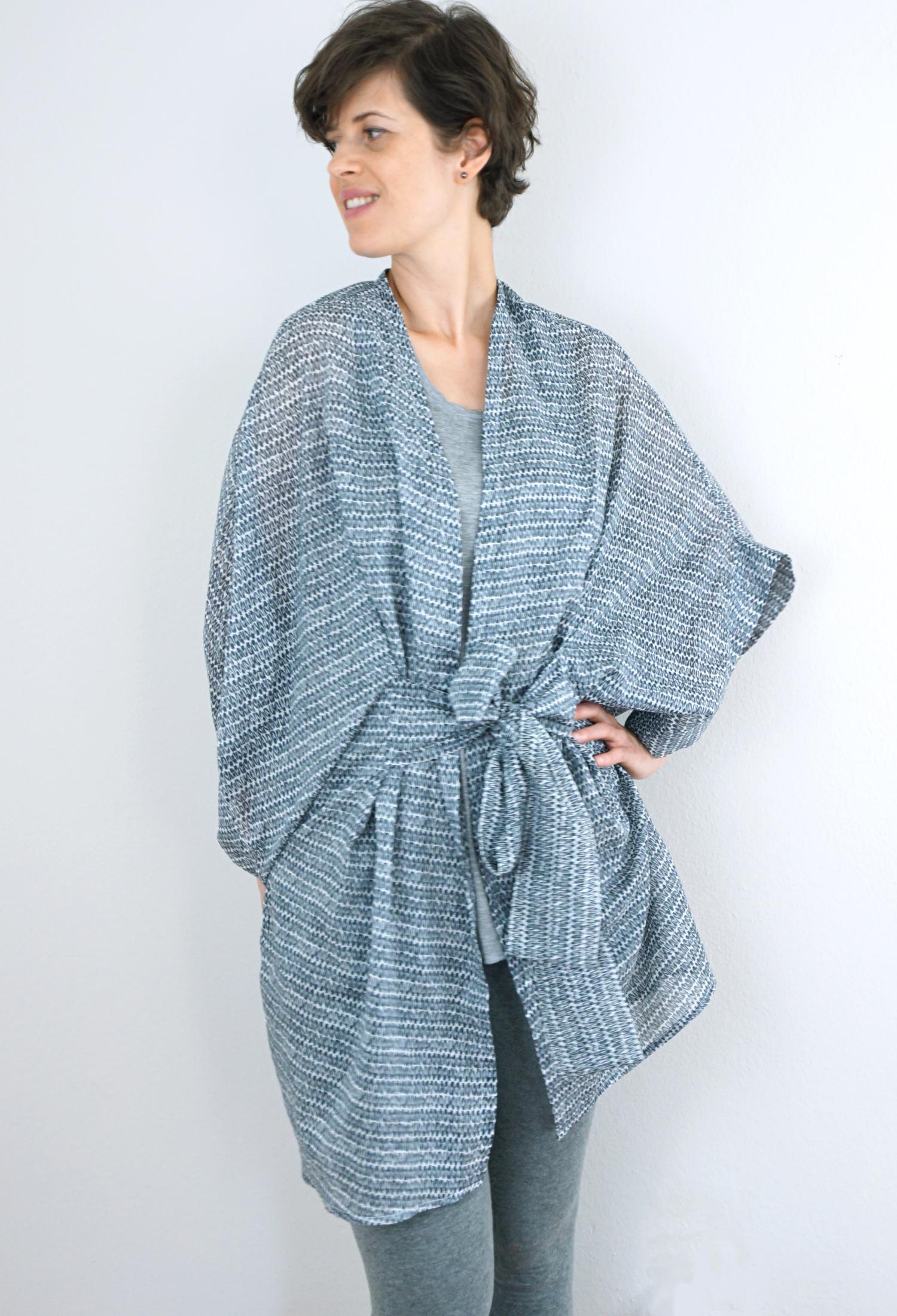 DIY Kimono Robe (Pattern: Almada Robe by Seamwork Magazine)   Sew DIY