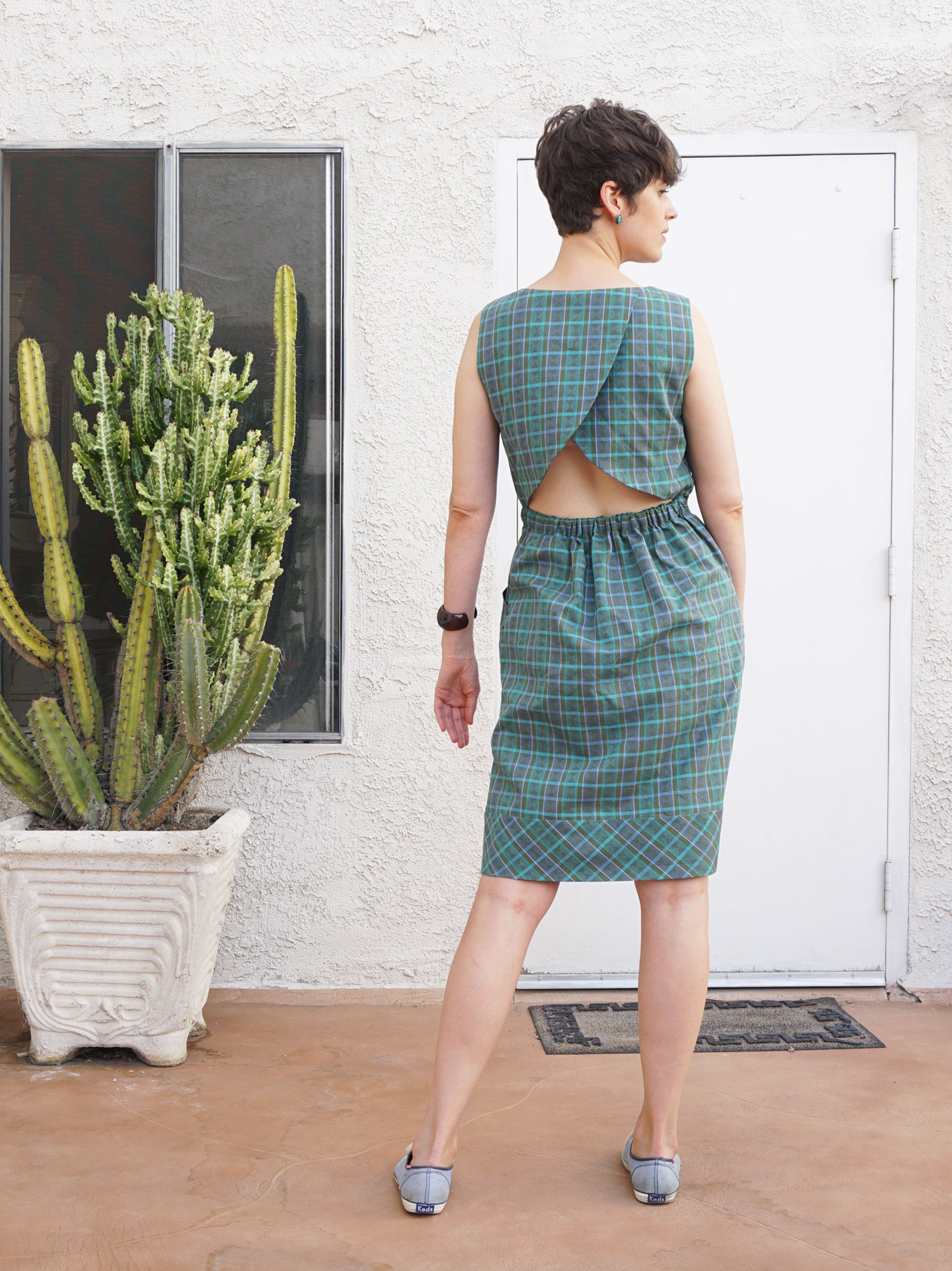 DIY Plaid Cross Back Dress, review of sewing pattern Butterick B6351 | Sew DIY