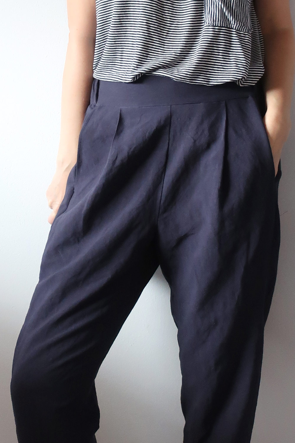 DIY Pleated Pants – Review of the Calyer Pants pattern by French Navy   Sew DIY