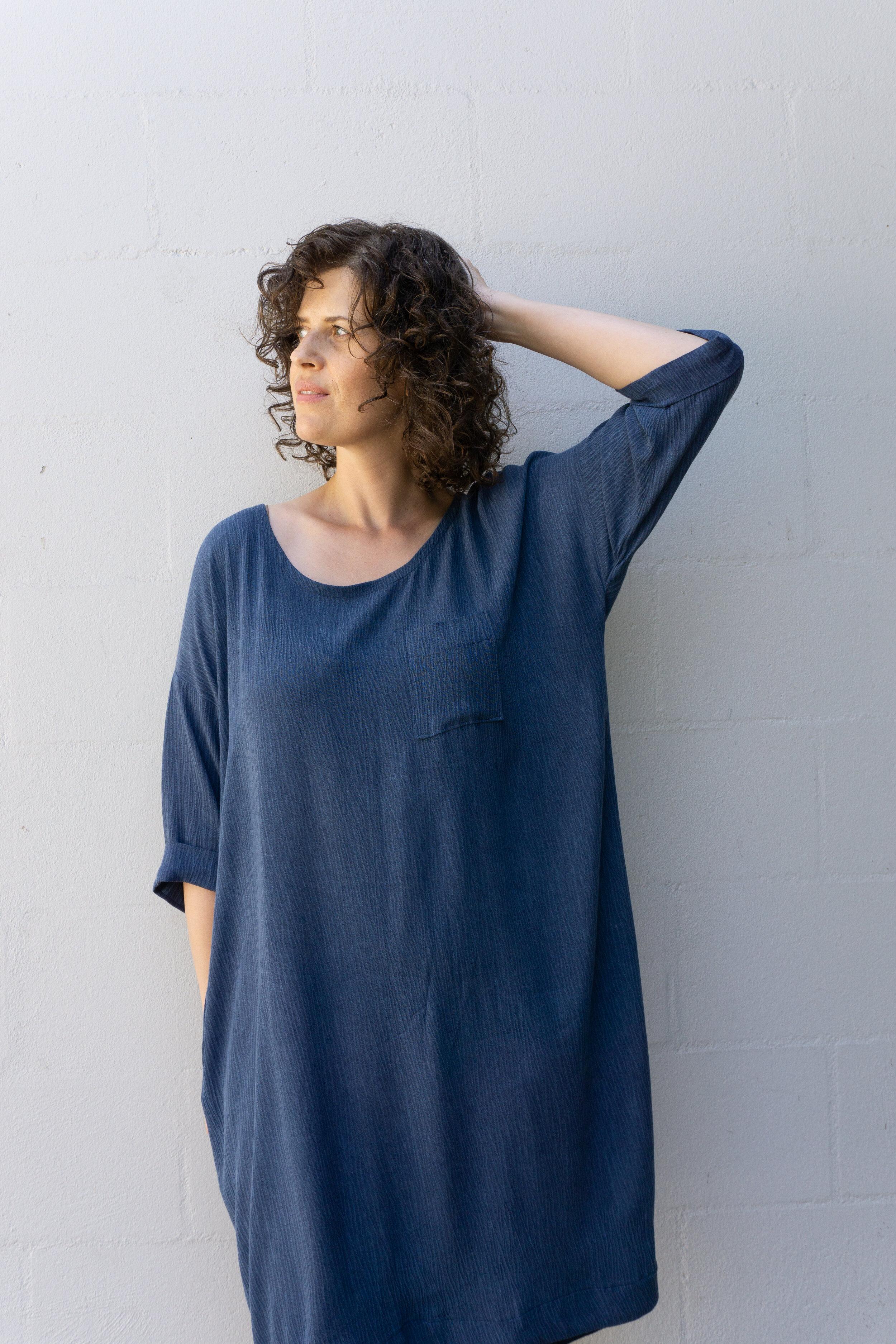 DIY Navy Crinkle Cocoon Dress - Lou Box Dress 1