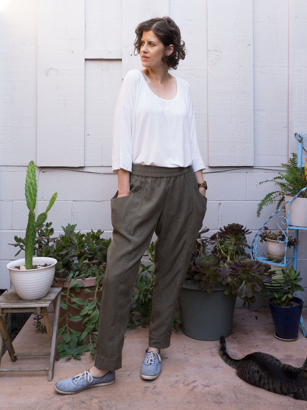 Arenite Pants in olive green tencel by Sew DIY